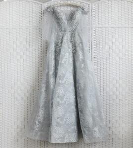 Роскошное серое бальное платье в пол.