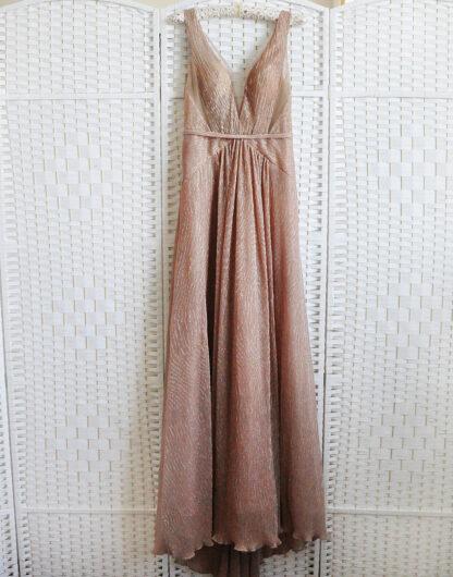 Шикарное золотисто-бежевое вечернее платье
