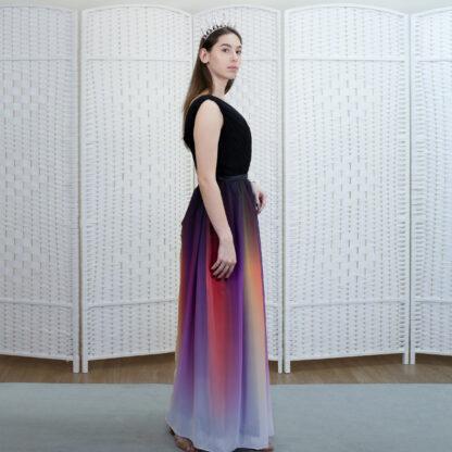 Вечернее платье в пол с разноцветной юбкой