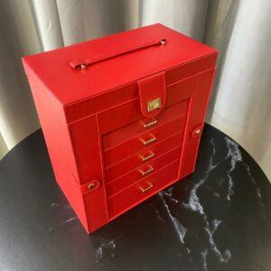 Большая шкатулка для украшений красного цвета