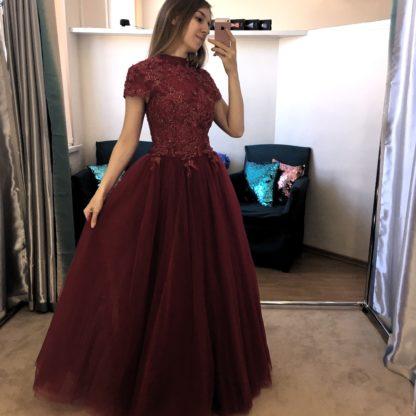 Пышное платье с закрытым верхом