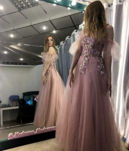 Розовое платье на тонких бретелях с крылышками