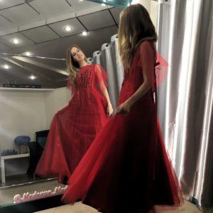 Красное платье с крылишками