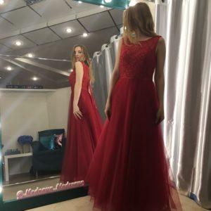 Красное платье в бусинках