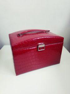 Средняя красная шкатулка для украшений