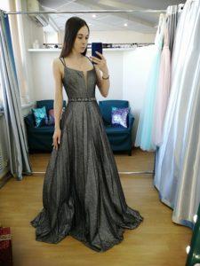 Сверкающее серое платье на выпускной