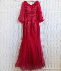 Изящное платье-русалка шикарного винного цвета