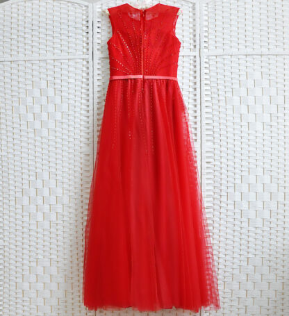 Красное фатиновое платье