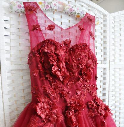 Пышное красное платье