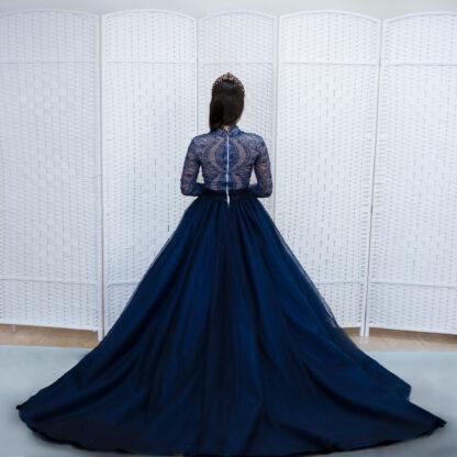 Пышное темно-синее бальное платье