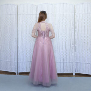 Розовое платье на тонких бретелях