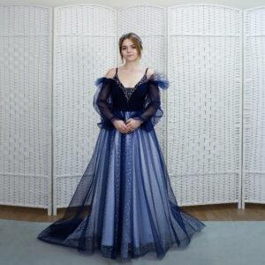 Синее платье с юбкой в горошек