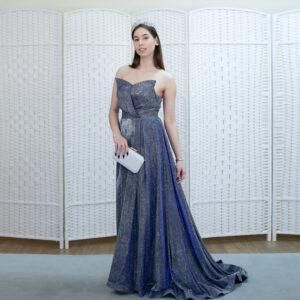 Сверкающее синее платье