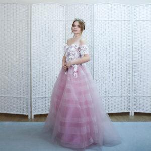 Великолепное платье нежно розового цвета