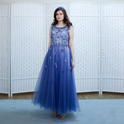 Великолепное платье василькового цвета