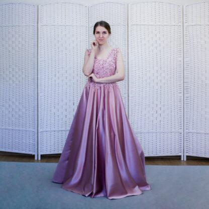 Атласное розовое платье
