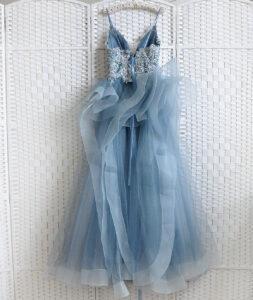Воздушное серо-голубое платье