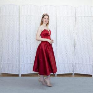 Красное вечернее платье длины миди