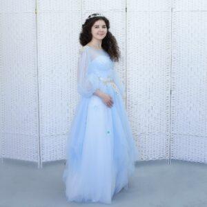 Пышное небесно-голубое платье на выпускной вечер