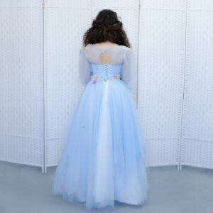 Роскошное небесно-голубое бальное платье в пол.