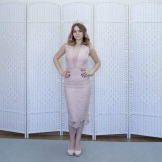 Розовое бандажное платье на выпускной вечер