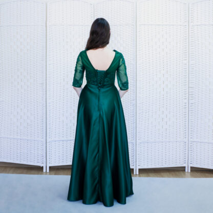 Атласное изумрудное платье на выпускной вечер