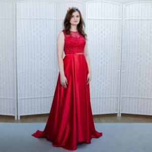Атласное платье красного цвета