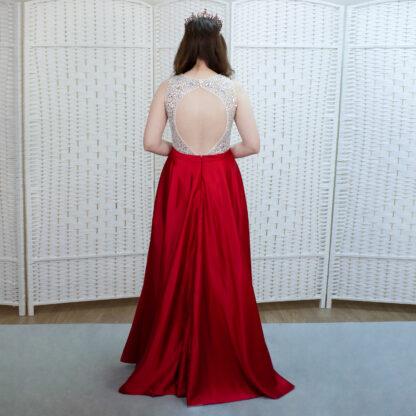 Шикарное красное платье с атласной юбкой