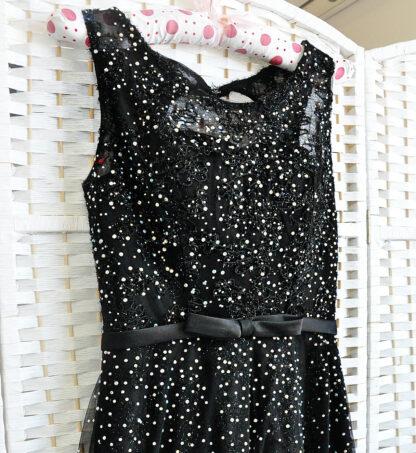 Черное платье со стразами