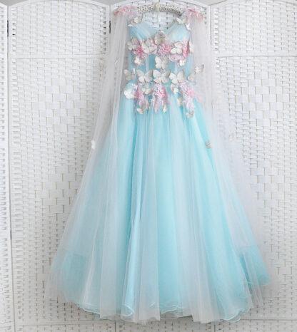 Голубое платье на выпускной вечер в бабочках