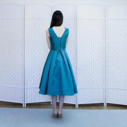 Изумрудное платье миди