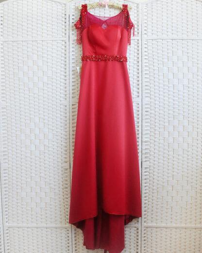 Красное атласное платье в пол