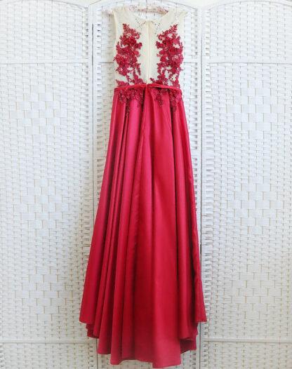 Красное платье с атласной юбкой на выпускной вечер