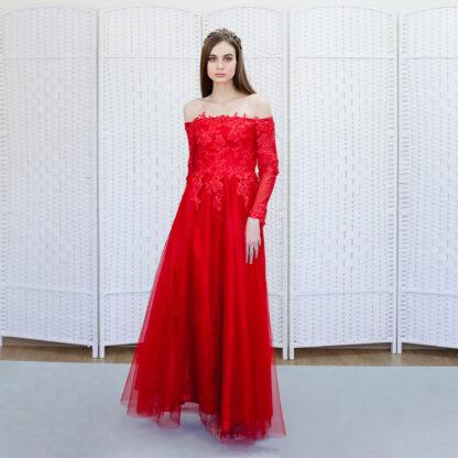 Красное платье с рукавом