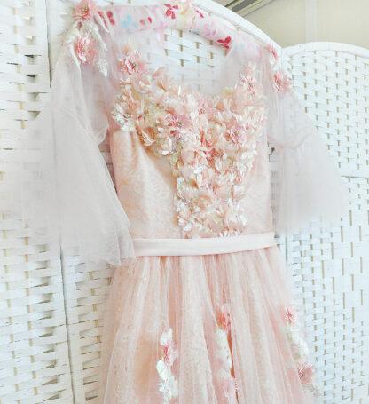 Нежно-персиковое платье на выпускной вечер