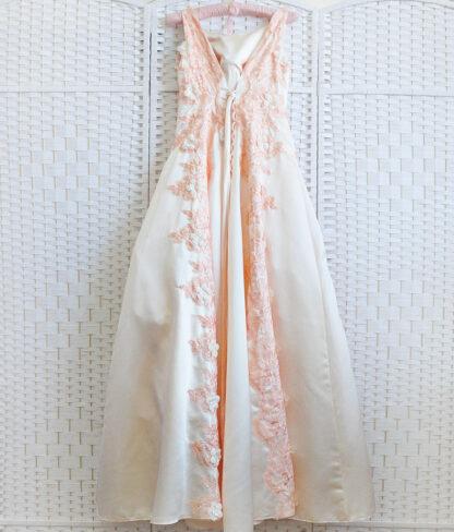 Персиковое платье на выпускной вечер