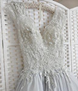 Пышное белое платье на выпускной вечер