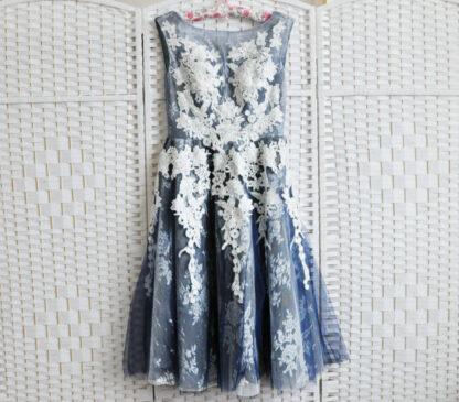 Синее платье длины миди