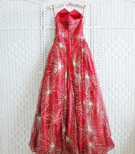 Сверкающее красное платье в пол на выпускной вечер