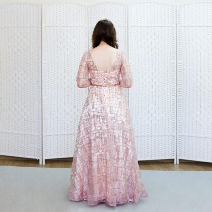 Сверкающее розовое платье на выпускной вечер