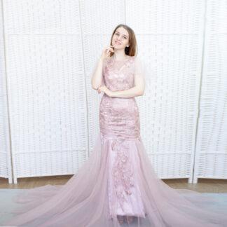 Пыльно-розовое платье русалка