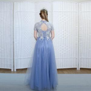 Синее платье с закрытым верхом